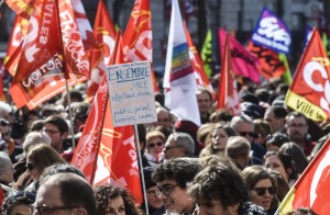 People take part in a demonstration to protest against French government's string of reforms, on March 22, 2018 in Lyon, southeasthern France. Seven trade unions have called on public sector workers to strike on March 22, including school and hospital staff, civil servants and air traffic controllers. More than 140 protests are planned across France, the biggest culminating at the Bastille monument in Paris where unions expect 25,000 demonstrators. / AFP PHOTO / PHILIPPE DESMAZES