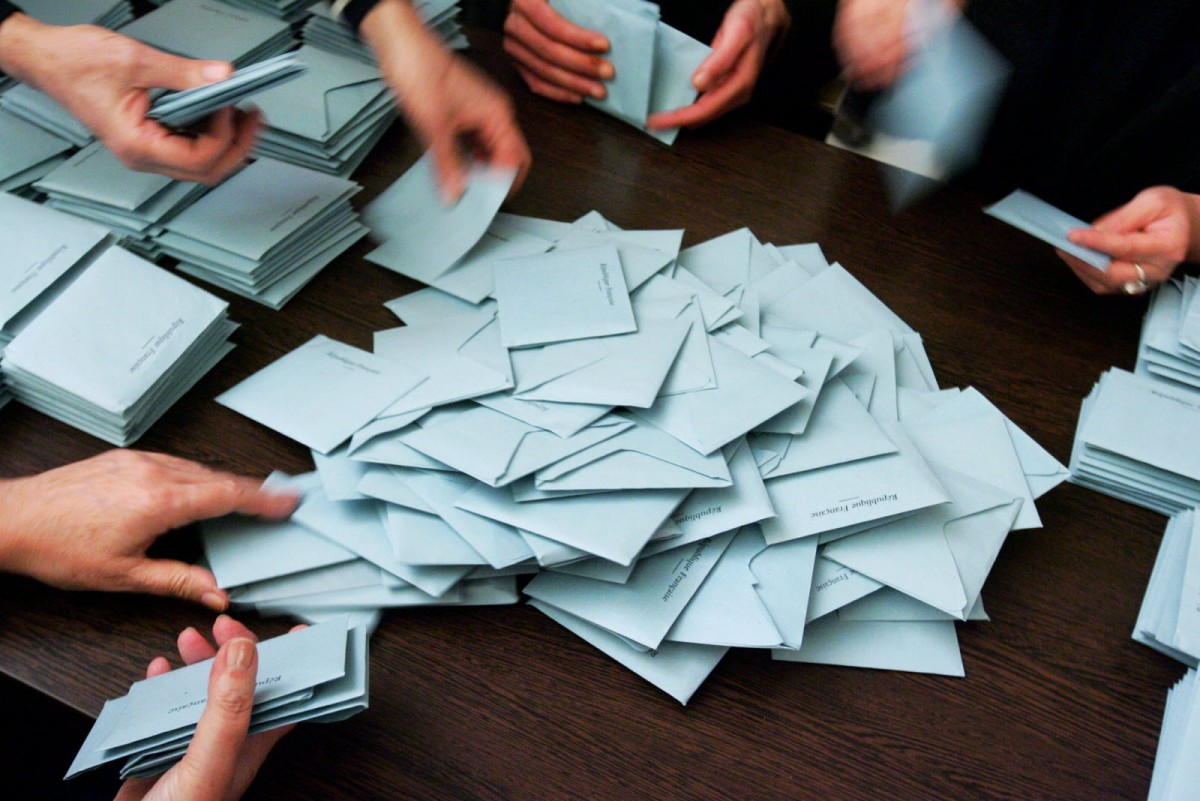 besancon-depouillement-des-bulletins-de-vote-du-premier-tour-de-l-election-municipale-en-2014-photo-er-1584285885